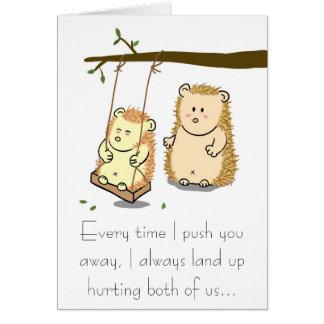 Cartes Les couples mignons de hérisson sur l'arbre