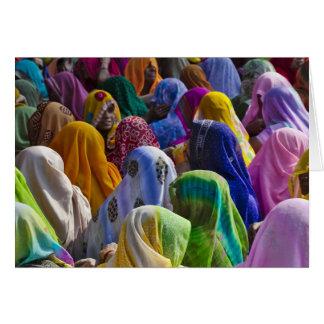 Cartes Les femmes dans des saris colorés se réunissent