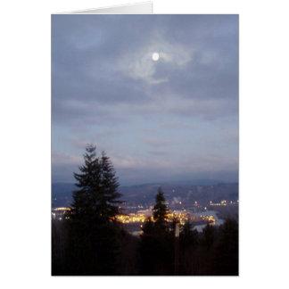 Cartes Lune brumeuse au-dessus du fleuve Columbia