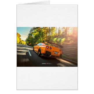 Cartes Nissan GT-R orange déchirant par des rues de