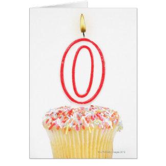 Cartes Petit gâteau avec une bougie numérotée