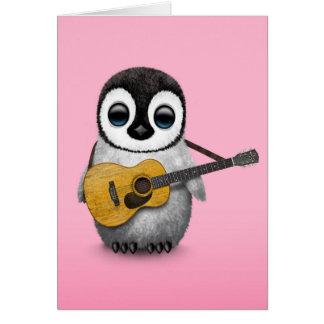 Cartes Pingouin musical de bébé jouant le rose de guitare
