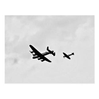 Cartes postales de bombardier et de Spitfire de