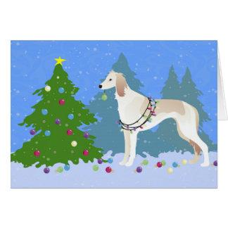 Cartes Saluki décorant un arbre de Noël dans la forêt