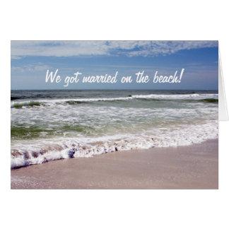 Cartes Se briser ondule sur la plage sablonneuse