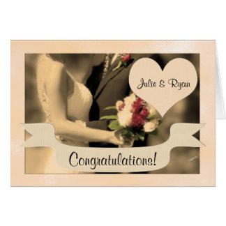 Cartes Sépia de jeunes mariés de félicitations de mariage
