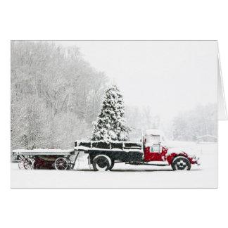 Cartes Un camion couvert par neige se repose dans un
