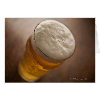 Cartes Une pinte de bière blonde allemande, foyer peu