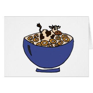 Cartes Vache drôle dans le bol d'avoine grillée