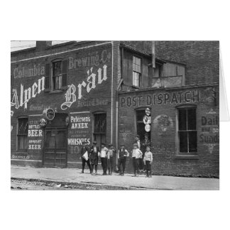Cartes Vendeurs de journaux en dehors d'une salle, 1910