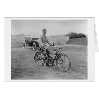 Cartes Vieille moto avec le phare de lanterne