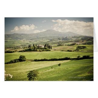 Cartes Vue à travers le paysage toscan à la ferme et à 2