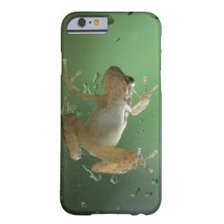 Cas réaliste superbe de l'iPhone 6 de grenouille a Coque Barely There iPhone 6