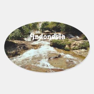 Cascade de l'Indonésie Sticker Ovale