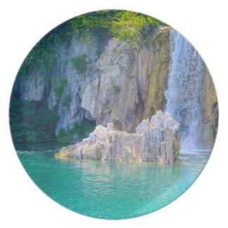 Cascade en parc national de Plitvice en Croatie Assiette