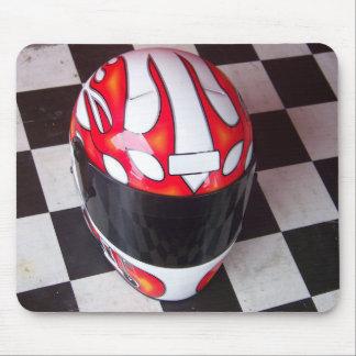 Casque de course sur le drapeau Checkered Tapis De Souris