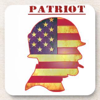 Casque patriotique de militaires de drapeau dessous-de-verre