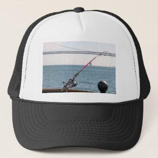 Casquette Canne à pêche sur le pilier dans la Baie de San