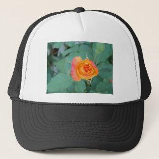 Casquette fleur orange de rose jaune