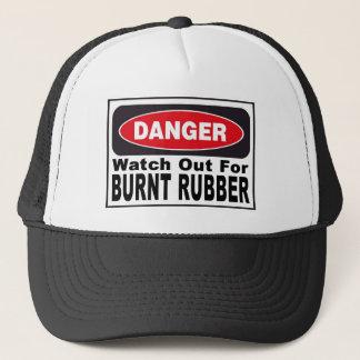 Casquette Observez pour le caoutchouc brûlé