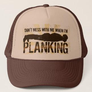 Casquette Planking, cool se trouvant vers le bas jeu