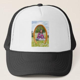Casquette Pré de miroir au printemps avec reposer la jolie