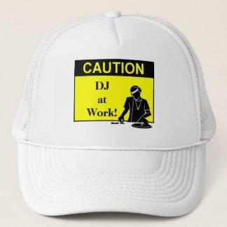 Casquette Précaution DJ au travail