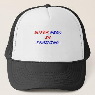 Casquette Super héros dans la formation