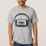 Cassette avec des écouteurs t-shirt