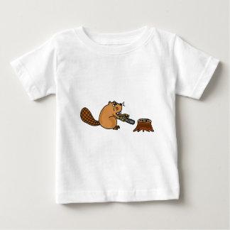 Castor de pointe drôle avec la tronçonneuse t-shirt pour bébé