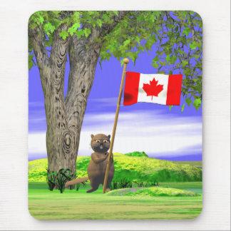 Castor et drapeau canadiens tapis de souris