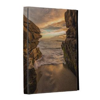 Caverne de mer à la plage de Windansea Étui iPad Folio