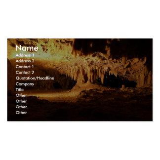 Caverne extraordinaire avec des aiguilles cartes de visite personnelles