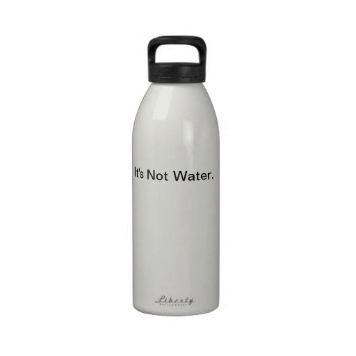 Ce n'est pas l'eau bouteille d'eau réutilisable