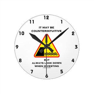 Ce peut être toujours regard contre-intuitif inves horloge ronde