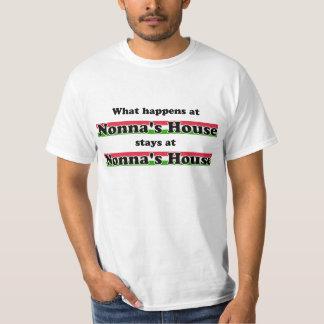 Ce qui se produit à la Chambre de Nonna T-shirt