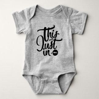 ceci juste dans la combinaison de bébé body