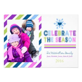 Célébrez la carte plate de vacances lumineuses de  cartons d'invitation
