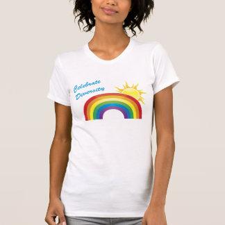 Célébrez l'arc-en-ciel de diversité et le tee - sh t-shirts
