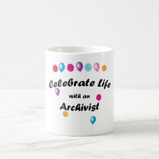 Célébrez l'archiviste mug