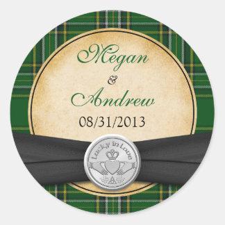 Celtic irlandais Claddagh de tartan chanceux dans Sticker Rond