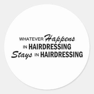 Celui qui se produise - coiffure autocollant rond