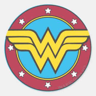 Cercle de femme de merveille et logo d'étoiles autocollants ronds