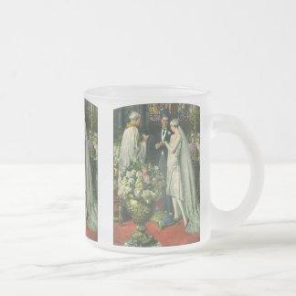 Cérémonie de mariage vintage d'église ; Jeunes Mug En Verre Givré