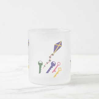 Cerf-volant et art lunatique de bande dessinée de  mug à café