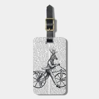 Cerfs communs élégants sur la bicyclette vintage étiquettes bagages