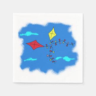 Cerfs-volants dans le ciel bleu serviette jetable