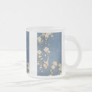 Cerise et bouvreuil pleurants Hokusai 1834 tass