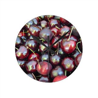 Cerises noires de perle horloge ronde