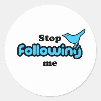 Cessez de me suivre sticker rond